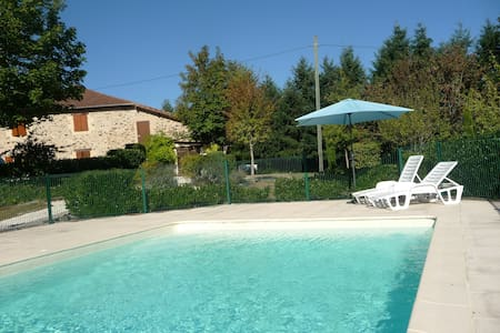 Gîte Noix: Relaxing setting with large pool. - Angoisse - Daire