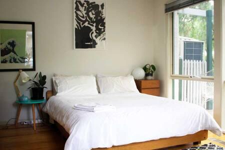 Private Room - Leafy Inner City Living - Kensington