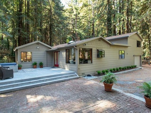 Nicasio Redwood Retreat - Hot Tub in the trees!