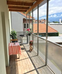 Charming flat in center StNikolaus and balcony - Innsbruck - Apartamento