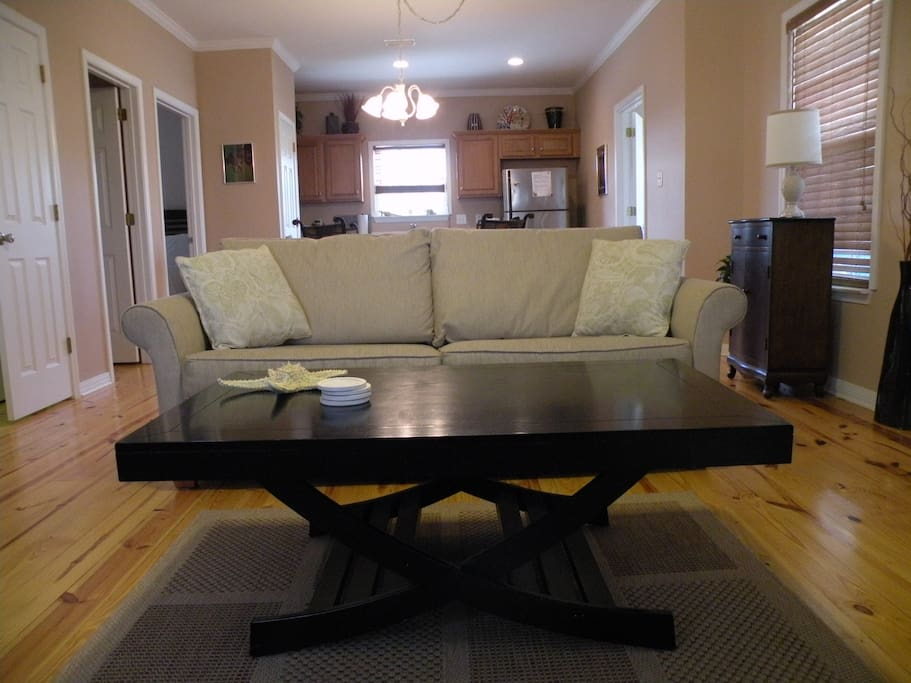 Spacious living area; seats 6