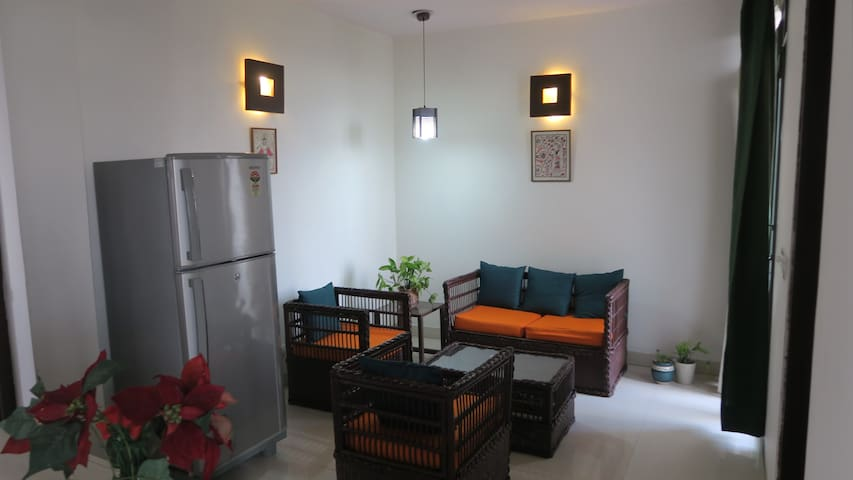 3rd Floor Room with Sitting Lounge - New Delhi - Apartment
