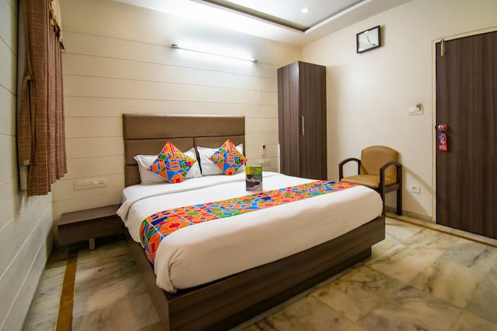 Cozy Deluxe Palace Ahmedabad Junction Railway Station