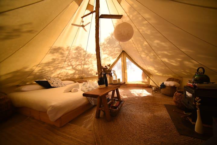 Sheltered Glamping Phillip Island- Humboldt tent