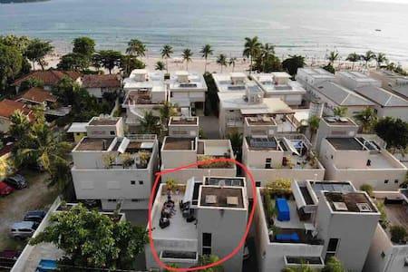 Casa  (condomínio) em Juquehy, 50m do mar!