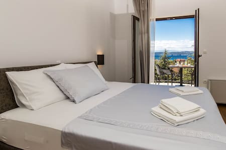 Amarie 103 - double room with balcony and seaview - Selce - Bed & Breakfast