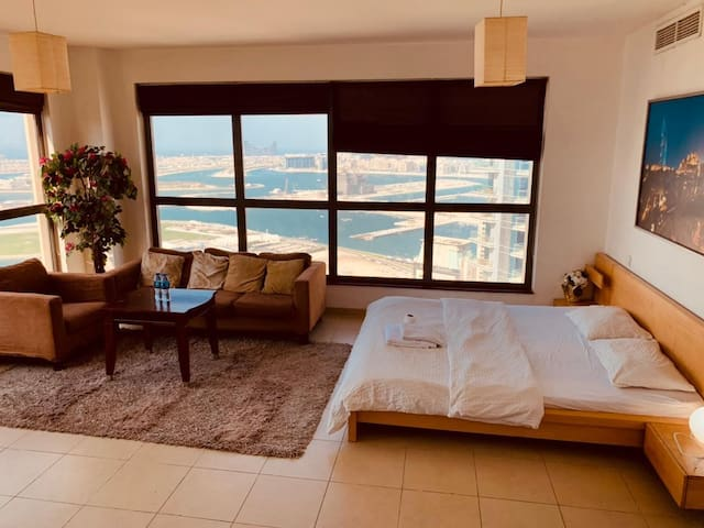 07902J BM/King Master with Private Bath /Sea View