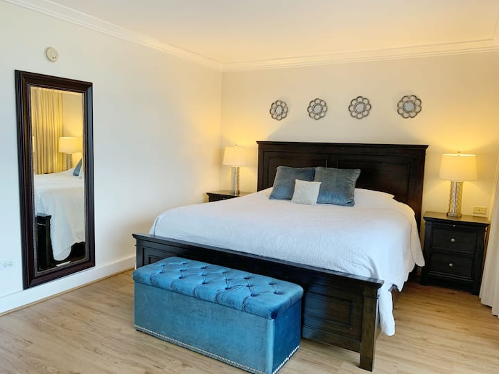 Large 1-Bedroom Suite, Full Kitchen & Laundry!