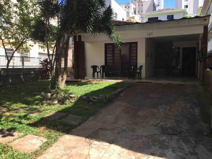 Guarujá  - Casa bem localizada