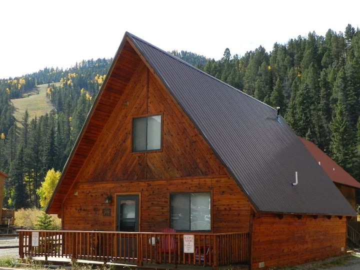 SKI-IN / SKI-OUT RED RIVER, NM LUXURY A-FRAME VACATION RENTAL