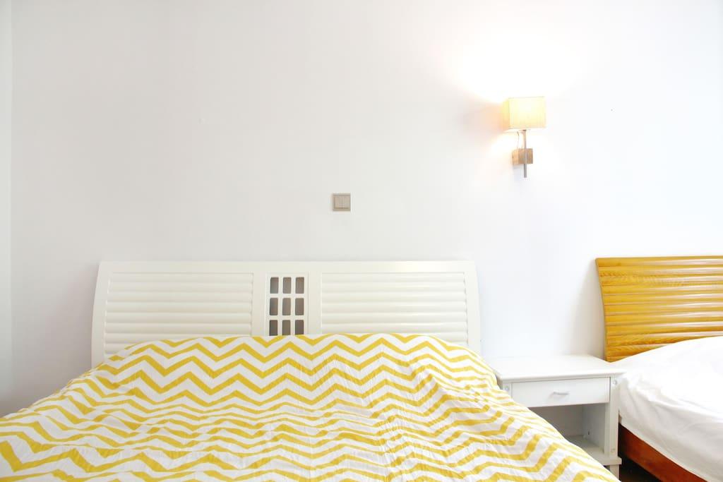 北极.阳光家庭房(1.5米宽大床+1.2米宽大床)
