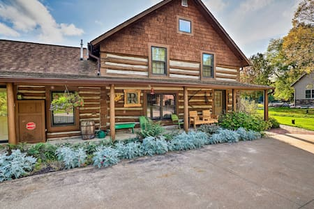 Spacious Log Cabin on the Wolf River w/ Hot Tub!
