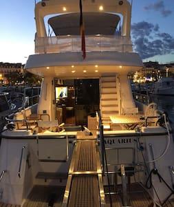 Location d'un yacht avec 3 cabines pour congrès - Cannes