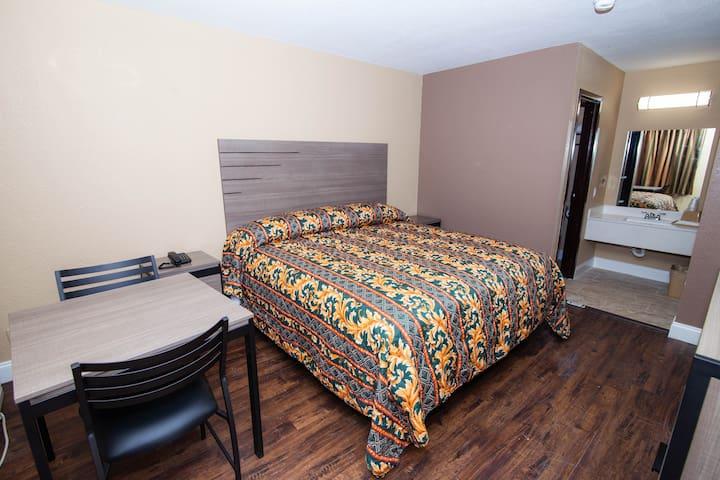 Cypress Inn & Suites - Single Room