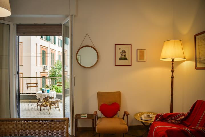 Old style room with private bath, near Trastevere