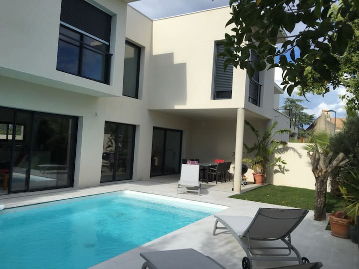 Villa contemporaine, plage à 3 km