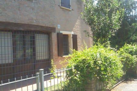 Stanza condivisa - Modena - 獨棟