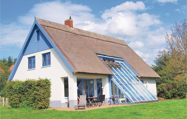 Holiday cottage with 4 bedrooms on 250m² in Stolpe OT Gummlin