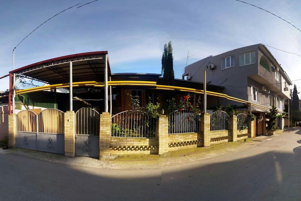 Дом(вид с парковки)
