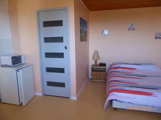 Chambre indépendante et calme - Saint-Just-Saint-Rambert - Haus