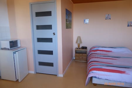 Chambre indépendante et calme - Saint-Just-Saint-Rambert - Casa