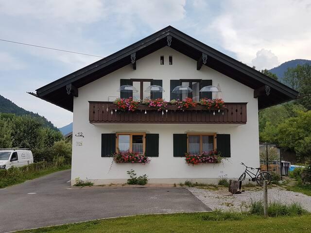 Helles Appartment mit eigenem Garten