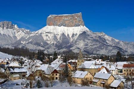 Chalet du Mont-Aiguille - Chichilianne - スイス式シャレー