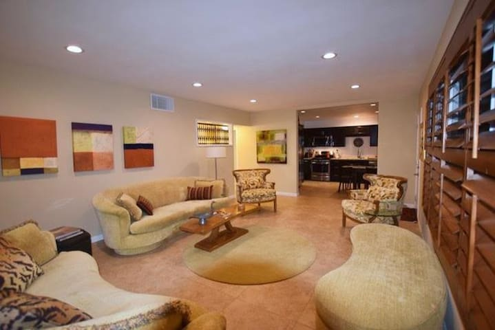 Central Palm Springs Warm Sands Home