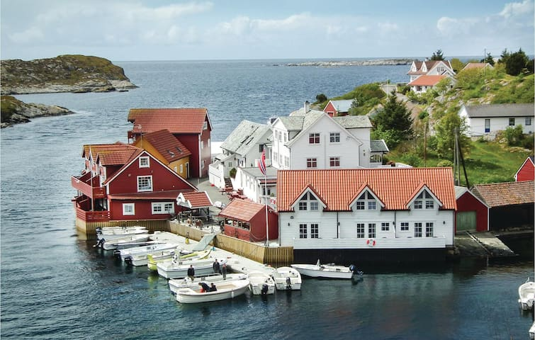 Holiday apartment with 2 bedrooms on 50 m² in Tjeldstø