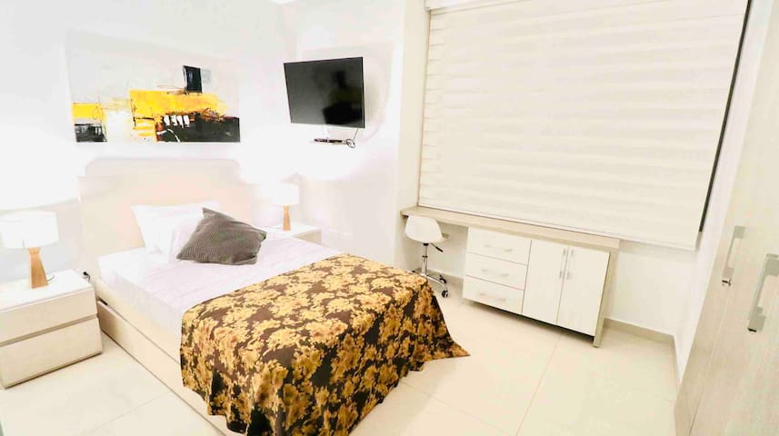 Second bedroom with trundle (sleeps 2)