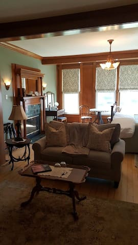 The Diplomat Bed and Breakfast/Chancery suite - Sturgeon Bay