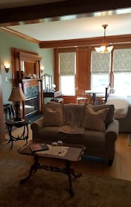 The Diplomat Bed and Breakfast/Chancery suite - Sturgeon Bay - Гестхаус
