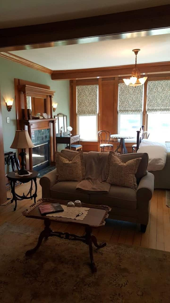 The Diplomat Bed and Breakfast/Chancery suite