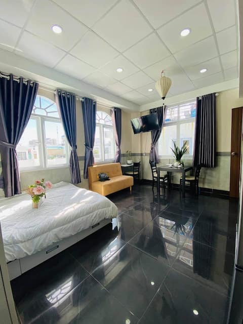 Serviced apartment great location at D1