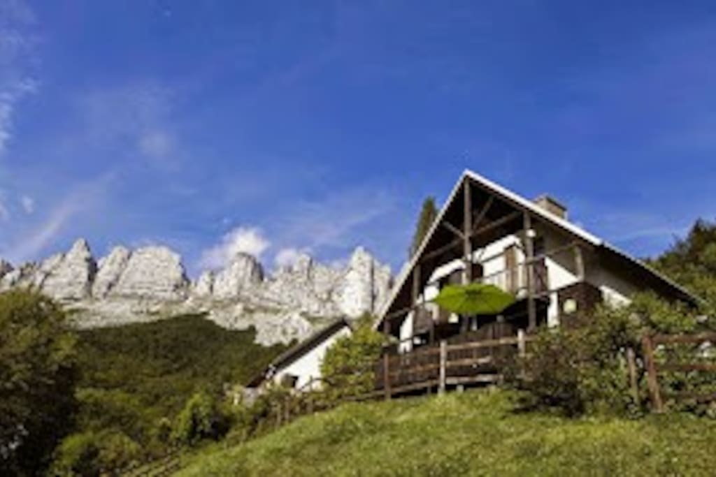 les chalets de pr clos en vercors chalets for rent in. Black Bedroom Furniture Sets. Home Design Ideas