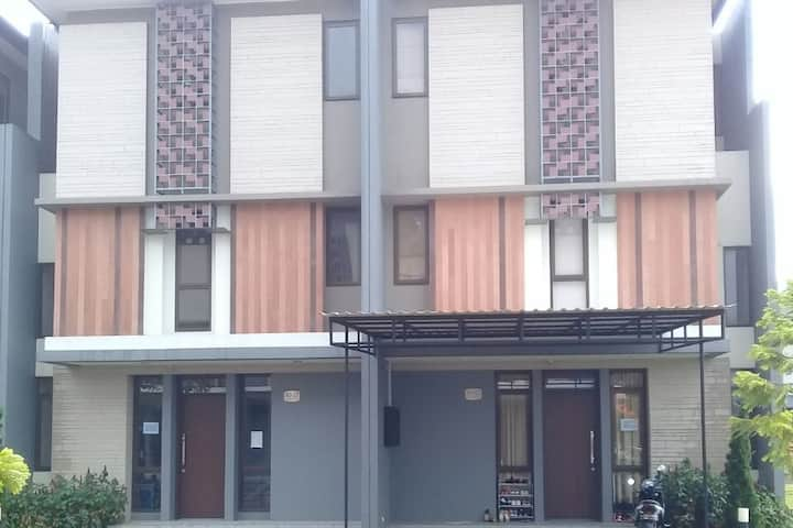 Guest house with 5 rooms, near AEON Mall, ICE BSD