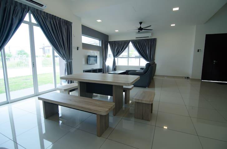Kuala Selangor Sasaran Famistay House
