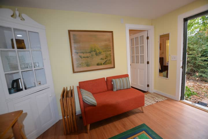 Warm and Cozy Get Away - The Hart Suite!
