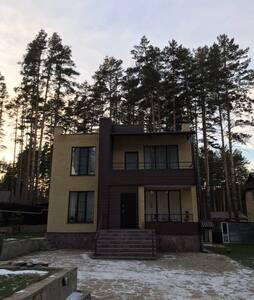 Двухэтажный дом , 45 км от Екатеринбурга, площадь 250м2, рядом с сосновым лесом