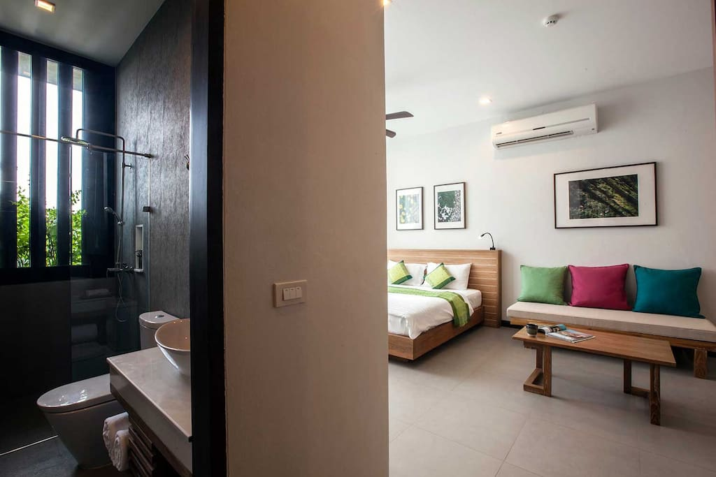 •Grand Riverfront Suite (51 sqm) Description: Grand Riverfront Suite features view of Mae Ping River View Room just 10 meters away, located on the ground floor, beautiful yards and gardens.  Step out to access the pool. The spacious terrace where dining table near by the pool.  Grand Riverfront Suite feature a sized bathroom with separate Jacuzzi and rain shower inclusive of natural bath amenities set up.