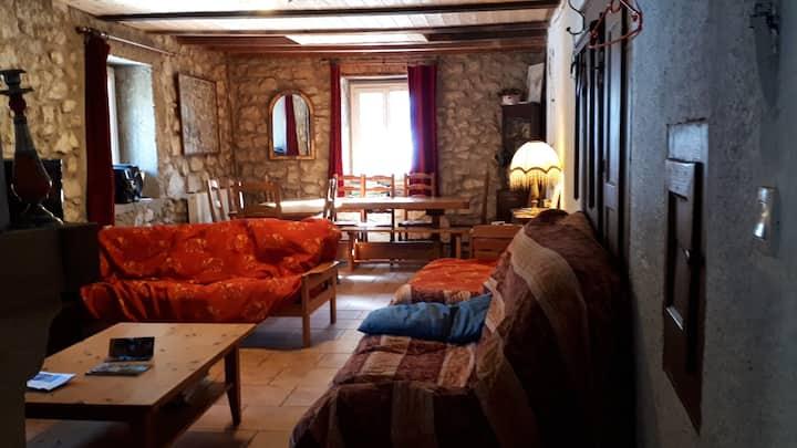 Grande Maison traditionnelle Montagnes Haut Jura