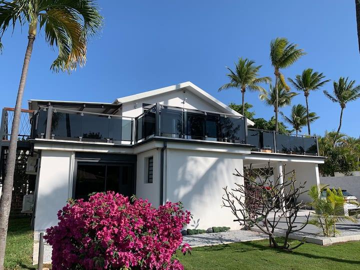Villa avec  piscine à 100 m de la plage Ermitage