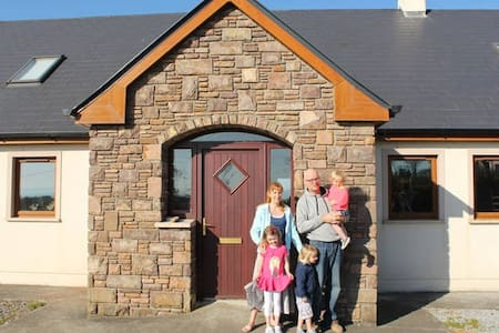 Warm Welcome, Great Location, 5 bed - Ballyfinane - House