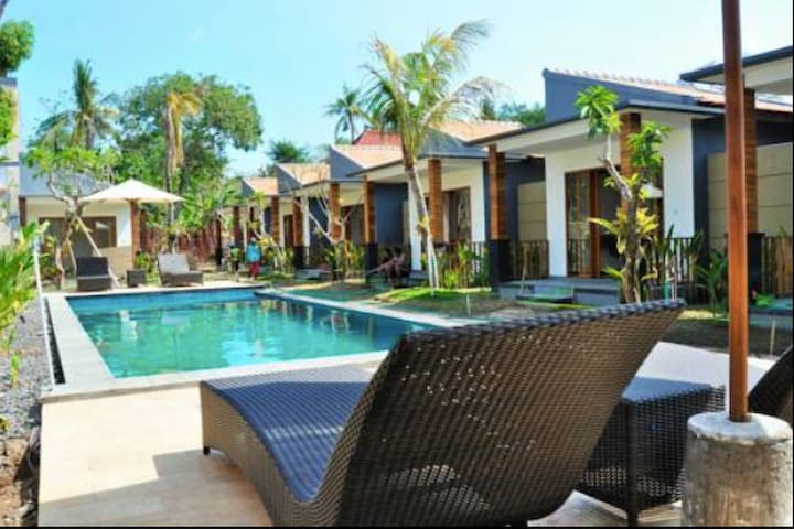 Good location Bungalow with pool Nusa Penida Bali