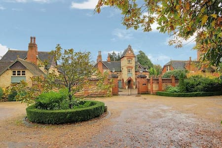 6 bed Tower -N london/Herts border - Hertfordshire - 独立屋