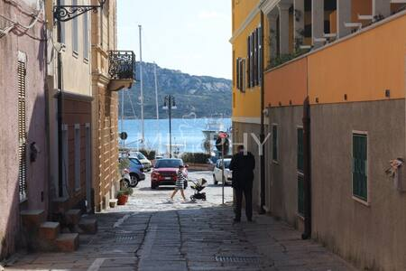 Millelire - Studio near the touristic port of Cala Gavetta in La Maddalena