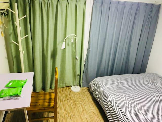 上海浦东5陆家嘴双人大床东昌路地铁站金融中心有窗户