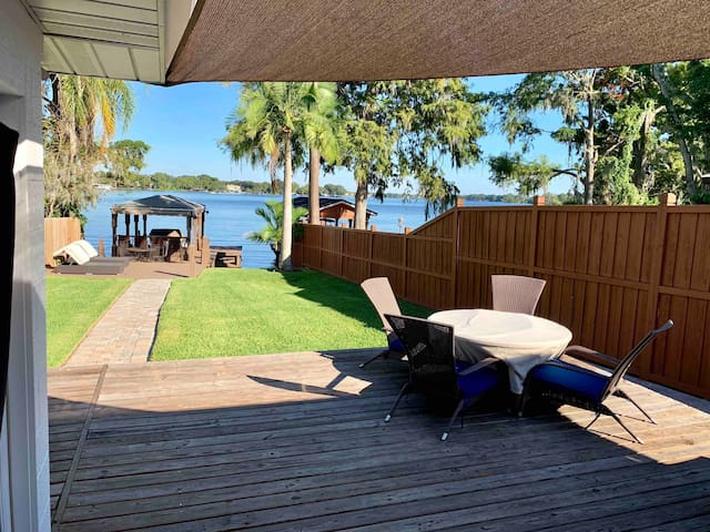 Relax on a private lake in Winter Park!