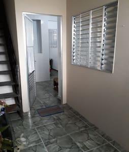 Excelente dormitório compartilhado na ZN de SPaulo