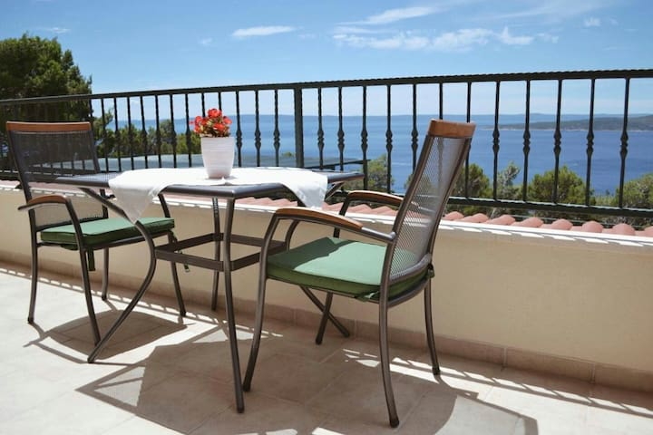 Cozy apartment with unique and charming sea view